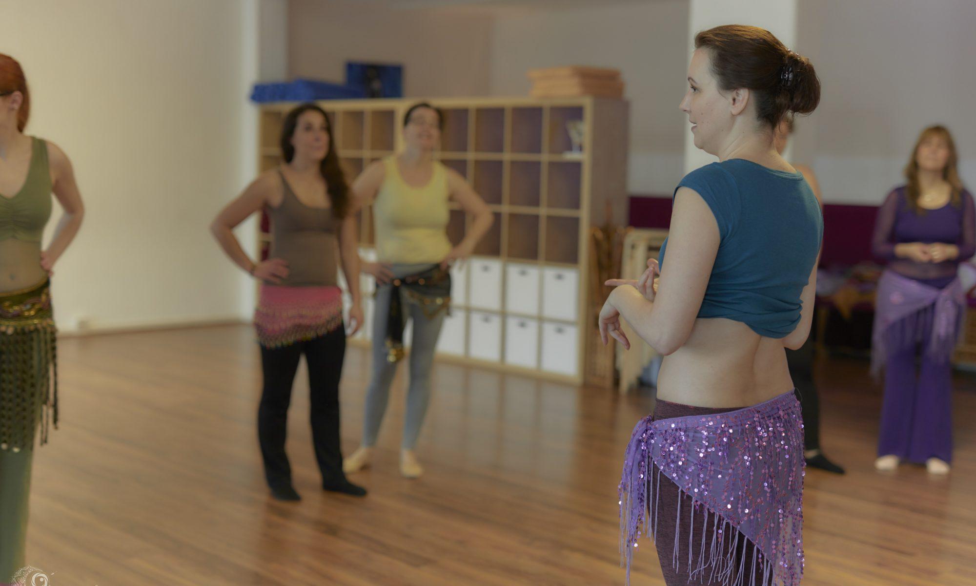 Spezifisches WarmUp im Orientalischen Tanz - Foto: Sabuas Lichtraum